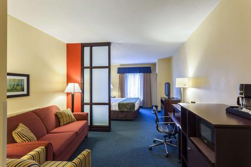 东方凯富套房酒店 - 林肯 - 睡房