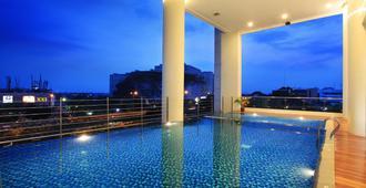 卡里巴塔瑞士贝尔住宅酒店 - 雅加达 - 游泳池