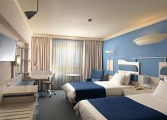 雅典阿缇卡阿芙机场W假日酒店 - 斯帕塔 - 睡房