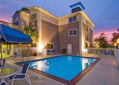 贝斯特韦斯特plus斯里德尔旅馆 - 斯莱德尔 - 游泳池