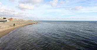 圣弗朗西斯科丽弗左住宿加早餐酒店 - 罗马 - 海滩