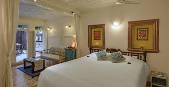 法国哈维利酒店 - 艾哈迈达巴德 - 睡房