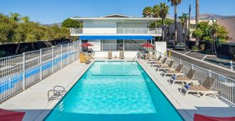 圣巴巴拉6号汽车旅馆 - 圣巴巴拉 - 游泳池