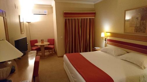 里维埃拉酒店 - 里斯本 - 睡房
