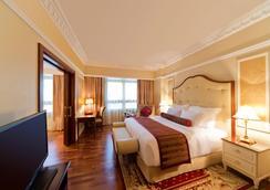 多哈沃里克酒店 - 多哈 - 睡房