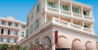 布鲁斯巴尔莫勒尔蓝色假日酒店酒店 - 芒通 - 建筑