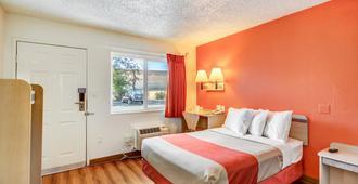斯托克顿北部6号汽车旅馆 - 斯托克顿 - 睡房
