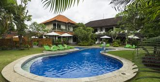 巴厘岛维拉萨纳酒店 - 登巴萨 - 游泳池