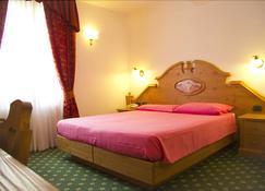 阿尔贝格劳洛里酒店 - 平佐洛 - 睡房
