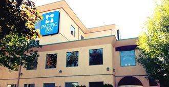 坎卢普斯太平洋旅馆及套房 - 坎卢普斯 - 建筑