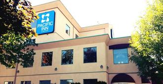 坎卢普斯太平洋旅馆及套房 - 坎卢普斯