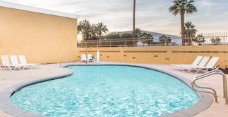 因迪奥戴斯汽车旅馆 - 印地欧 - 游泳池