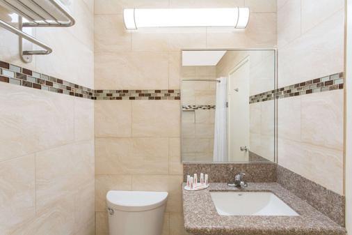 印第奥温德姆戴斯酒店 - 印地欧 - 浴室