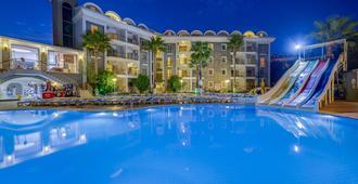 阿伦兹套房酒店 - 马尔马里斯 - 游泳池