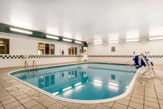 舒适套房酒店 - 列克星敦 - 游泳池