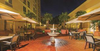 拉昆塔酒店及套房圣安东尼奥医疗中心。NW - 圣安东尼奥 - 露台