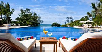 维多利亚潘切海滩Spa度假酒店 - 潘切 - 游泳池