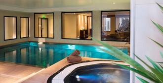 大洋洲宇宙观光酒店 - 图尔 - 游泳池