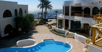 红海休闲度假酒店 - 达哈布 - 游泳池