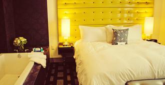 南帕酒店 - 贝克斯菲尔德 - 睡房
