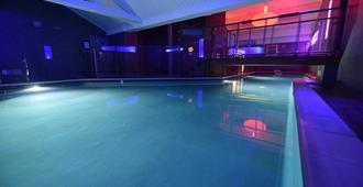 基里亚德迪容车站酒店 - 第戎 - 游泳池