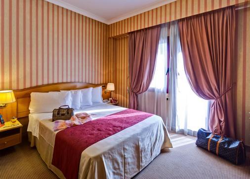 罗马机场贝斯特韦斯特酒店 - 菲乌米奇诺 - 睡房