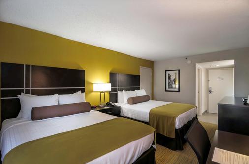 哈尼斯购物中心贝斯特韦斯特普勒斯酒店 - 温斯顿-赛伦 - 睡房