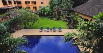 假日花园度假酒店 - 清迈 - 游泳池
