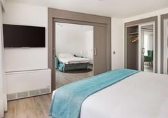 Nh马德里组尔巴诺酒店 - 马德里 - 睡房