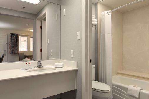 雷丁旅程住宿酒店 - 雷丁 - 浴室