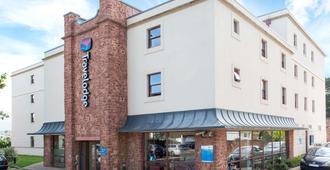 旅屋飯店 - 佩恩頓海濱 - 佩恩顿 - 建筑