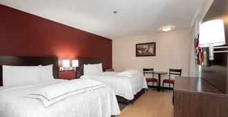 凤凰城西普拉斯加红屋顶酒店 - 凤凰城 - 睡房