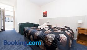 蓝湖汽车酒店 - 干比尔山 - 睡房