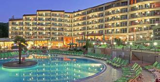 马达拉公园酒店 - 金沙 - 游泳池