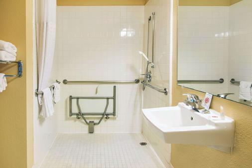 北旧金山机场康福特茵套房酒店 - 南旧金山 - 浴室