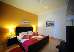 科尔尼瑟酒店及套房 - 科威特 - 睡房