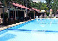 黎各别墅酒店 - 卡伦海滩 - 游泳池