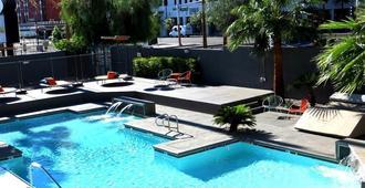 金钉赌场酒店 - 拉斯维加斯 - 游泳池