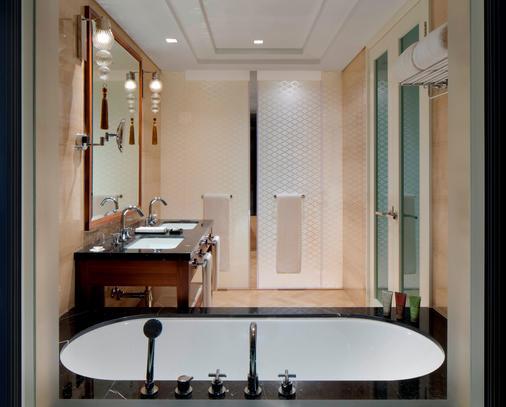迪拜皇冠酒店 - 迪拜 - 浴室
