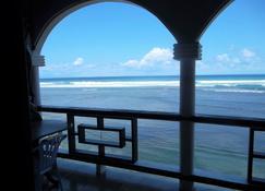 卡利比锡沙洲酒店 - Calibishie - 阳台