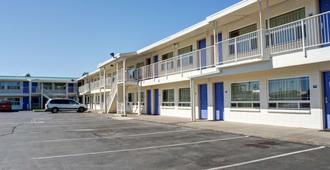 本德6号汽车旅馆 - 本德 - 建筑