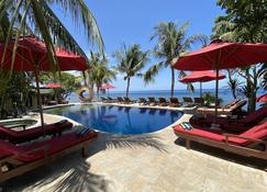 維拉塔潛水Spa度假村 - 阿邦 - 游泳池