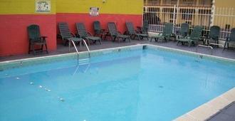 Vista Inn Memphis Downtown - 孟菲斯 - 游泳池