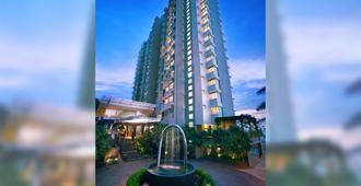巴里巴伴金色郁金香套房酒店 - 巴厘巴板 - 建筑
