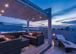 阳光尼科利娜公寓 - 比比涅 - 阳台