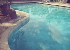 菀村酒店 - 基拉奇尼 - 游泳池