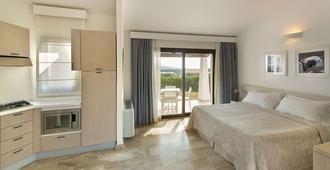 格兰德拜亚度假酒店 - 圣特奥多罗 - 睡房