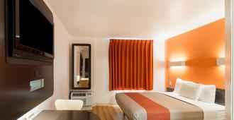 达拉斯6号汽车旅馆 - 沃斯堡机场北部 - 欧文 - 睡房