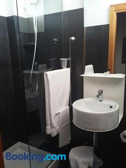 克拉丽奇酒店 - 斯波莱托 - 浴室