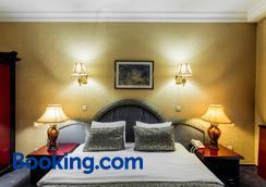 大使酒店 - 阿拉木图 - 睡房